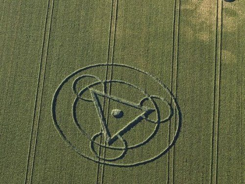 Interaction between human thoughts and crop circles