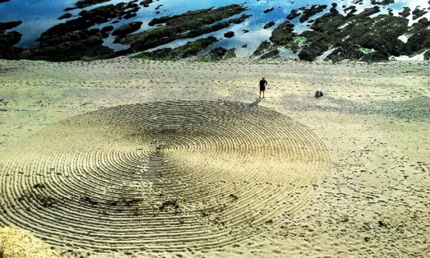 Mysterious circles in the sand and in the snow