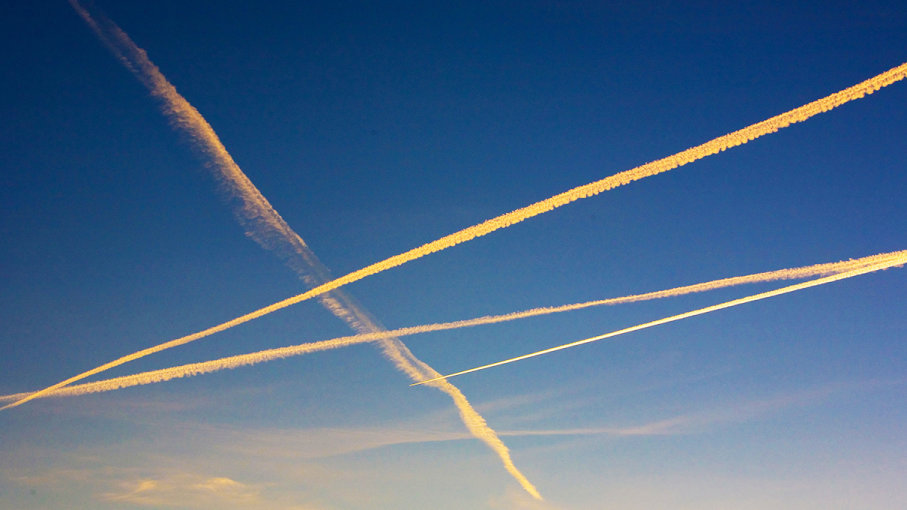 Relationship between chemtrails and UFOs